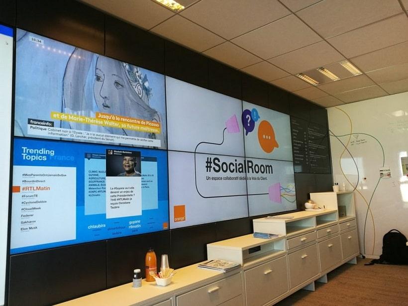 orange social wall #socialroom